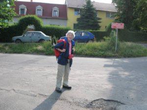 Weg der Vertreibung - Vor dem Elternhaus in Schwora